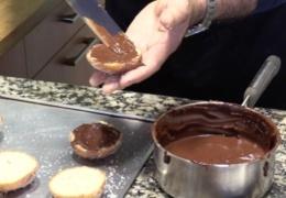 Ponemos el relleno de la crema de chocolate