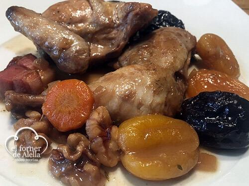 Pollos picantones con ciruelas y orejones