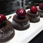 Semifrio de chocolate con cerezas y mascarpone
