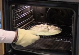 Ponemos la tarta en el horno