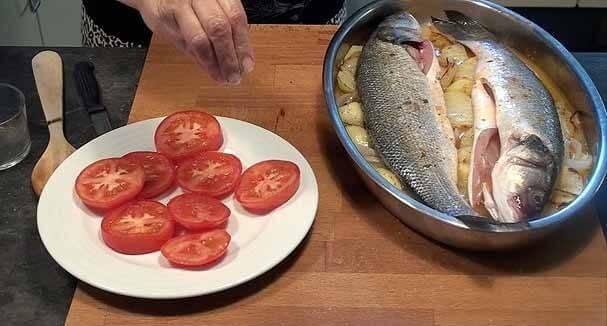 Añadimos el tomate crudo